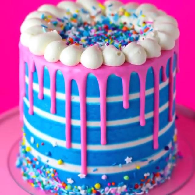 Stripe and drip birthday cake Stripe and drip birthday cake😍  Credit: @sheri_wilson_  