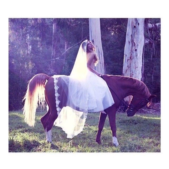 Stunning blogger 'Natascha Elisa'! #horse #mantilaveil #35mmweddingphotographer #karenwillisholmes