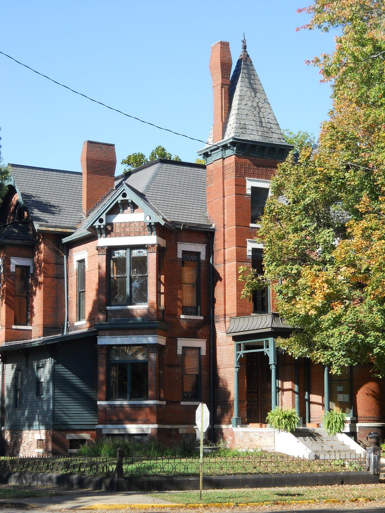 Victorian Abandoned In A Nice Neighborhood In Evansville
