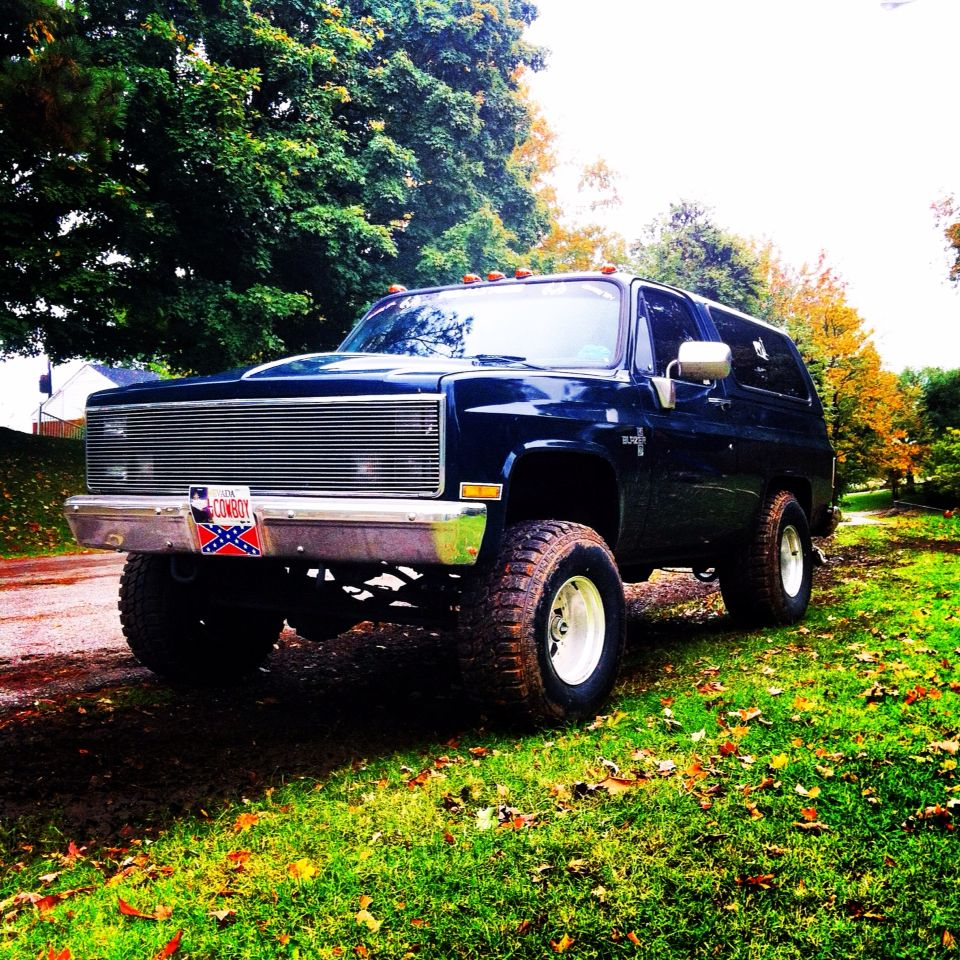 This My 1988 K5 Blazer That Is A Total Beast My Girlfriend Loves To Drive It It S Sitting 33x12 50 Straight Me As A Girlfriend Chevrolet Tahoe K5 Blazer