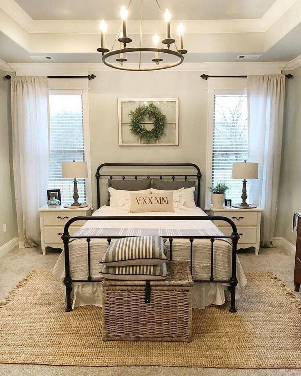 Rustic farmhouse style master bedroom ideas 44