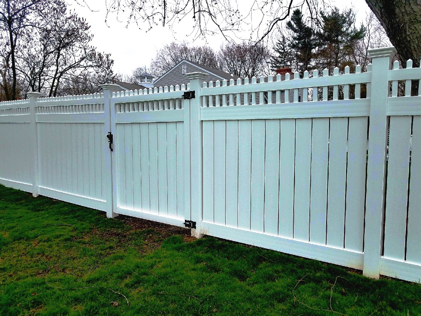 Vinyl Semi Privacy Fencing With Open Spindle Topper Fence Contractor Vinyl Fence Mahopac