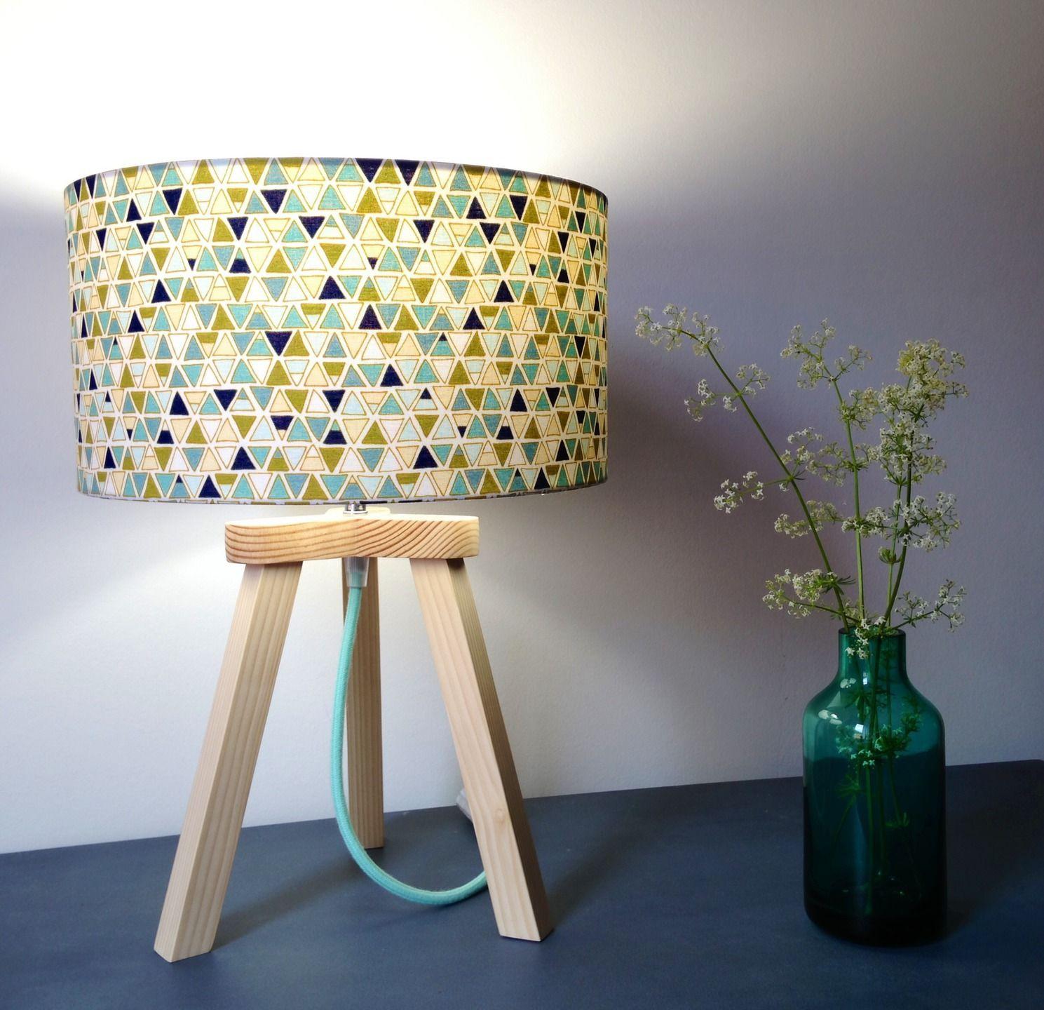 Lampe trépied Pintoj en bois massif et tissu Luminaires par