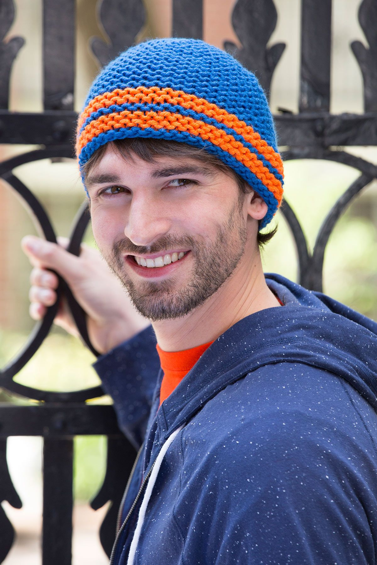 El tejido de este gorro es extra cmodo amoldable y muy suave el all about the hat free knitting pattern from redheart bankloansurffo Image collections