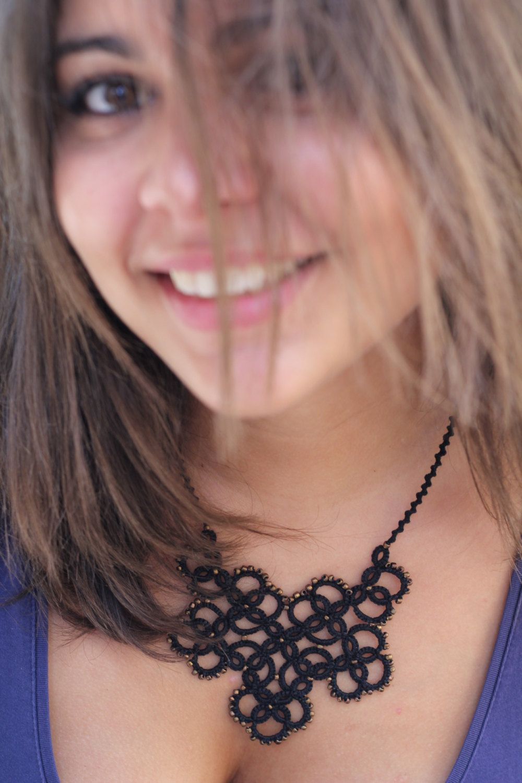 Collar de encaje Tatted // // Declaración collar babero Por MypreciousCG