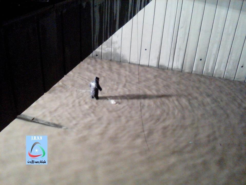 بالصور الدفاع المدني يحاول انقاذ مواطنين غرقوا في نفق الحسن بمدينة اربد Arab News Arabic
