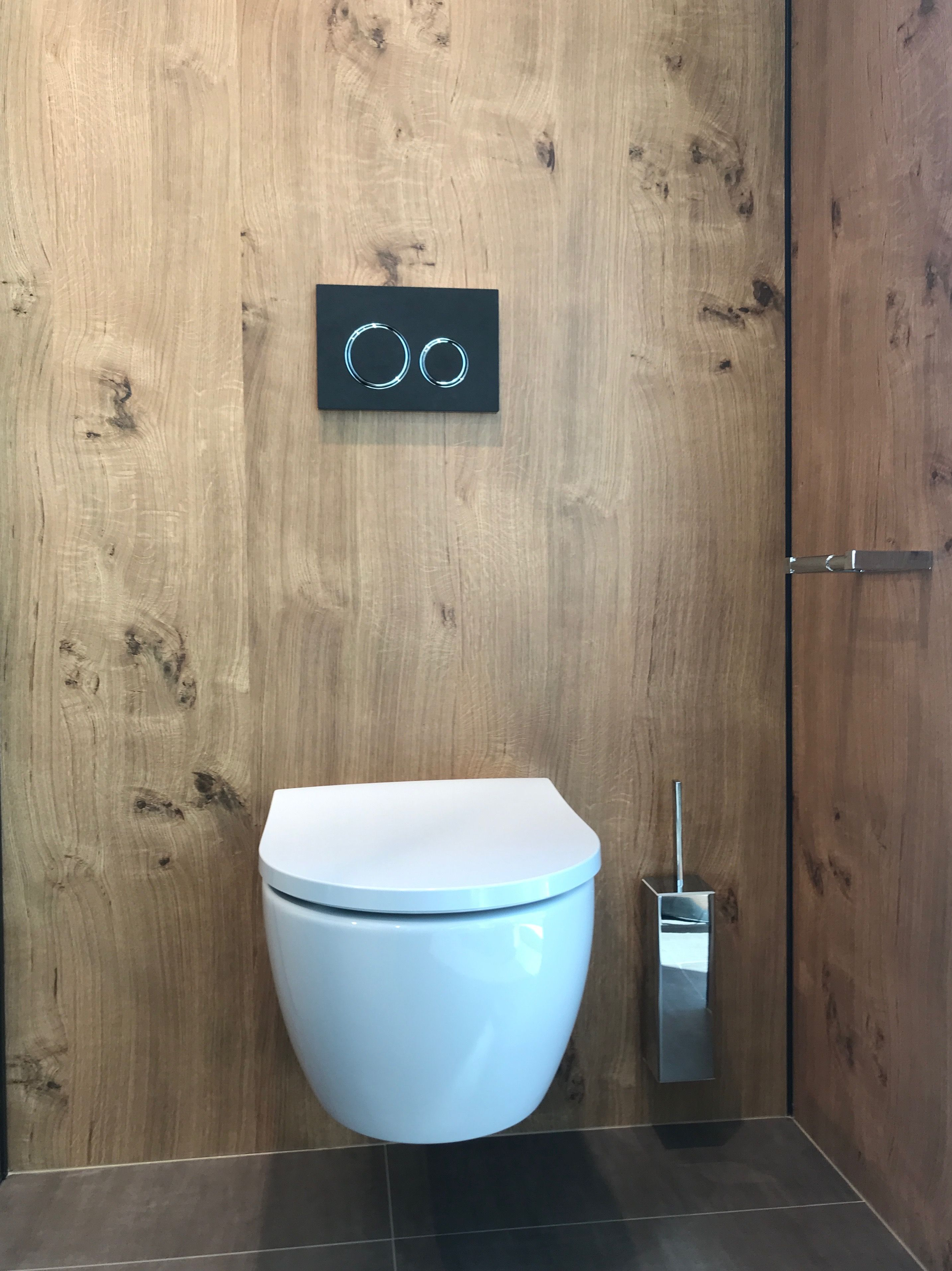 Simple Toilet In Front Of A Wooden Wall Toilette Toiletdesign Interior Decor Homestyle Living Tinyroom Interiorin Holzwand Wc Design Wc Im Erdgeschoss
