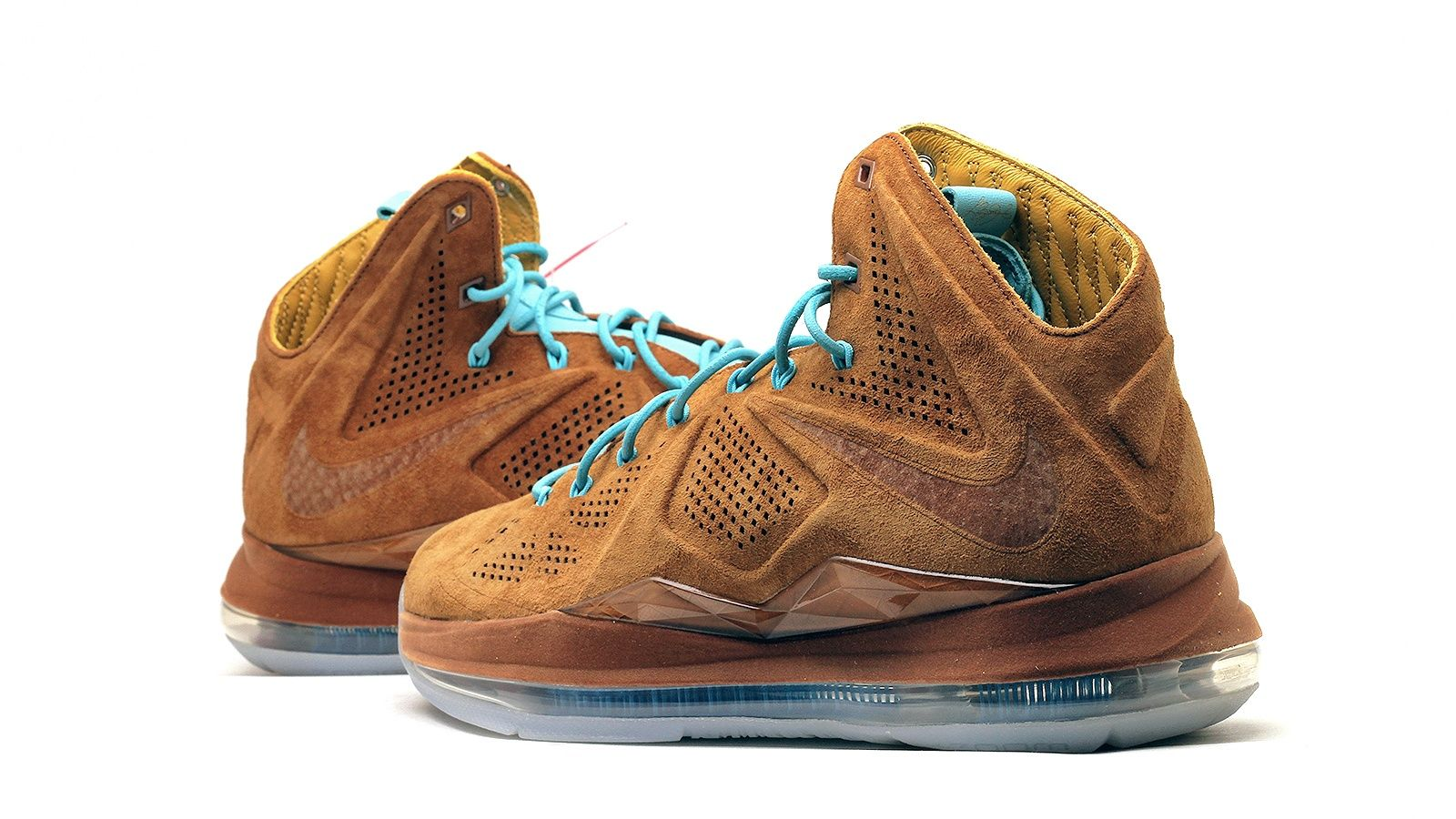 Returning to the premium construction that made the LeBron X EXT Cork QS so  unique,