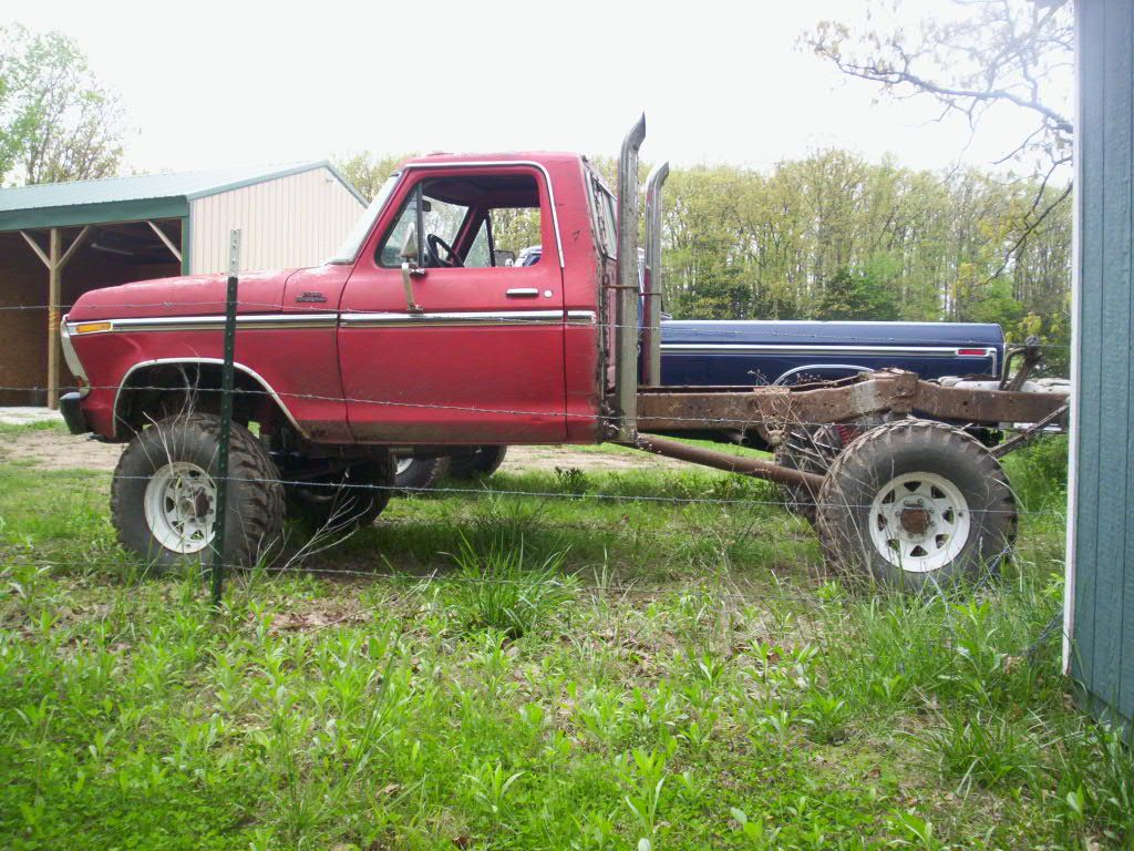 Old Trucks With Stacks Looking For Pictures Of 70 S Ford F250 S