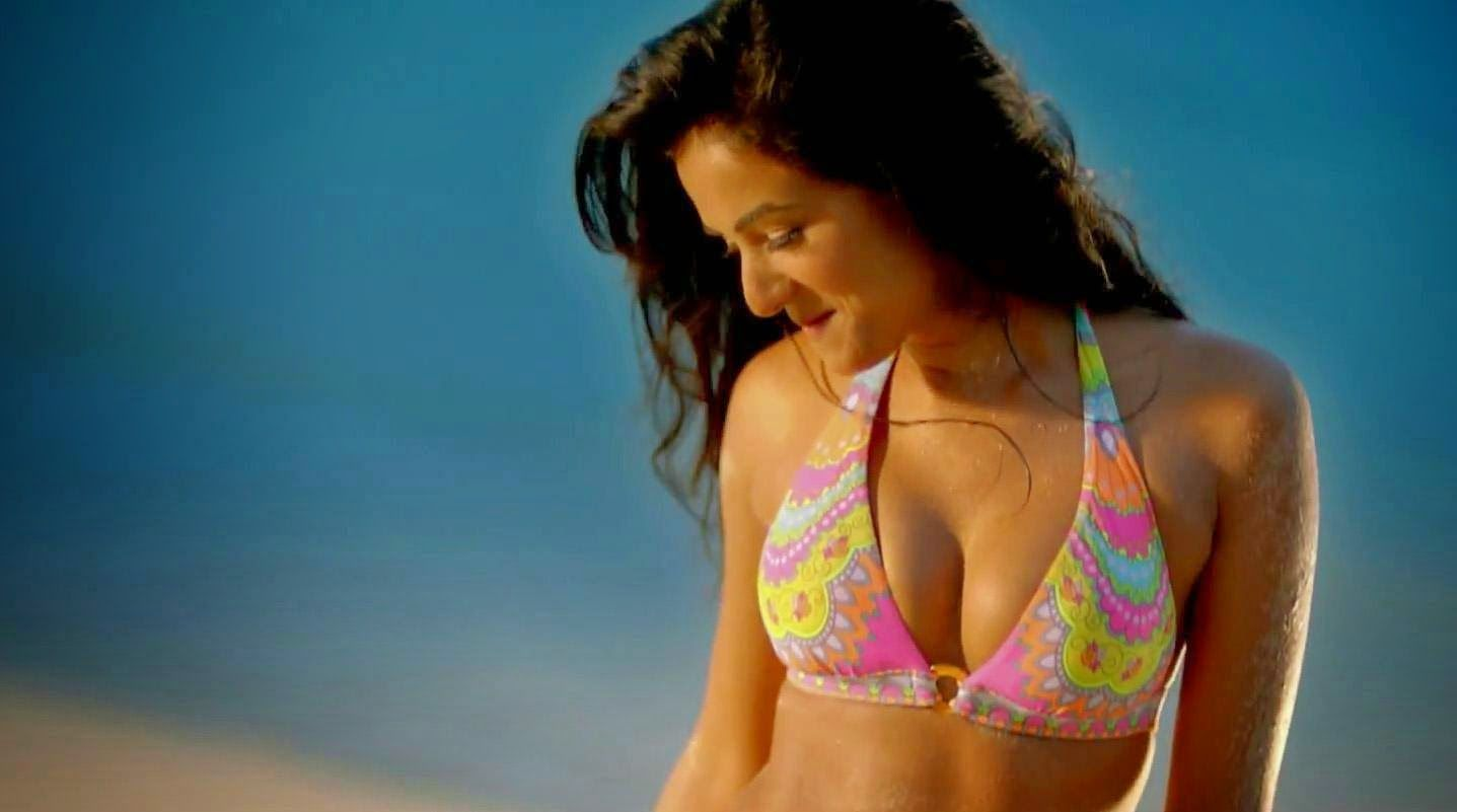 Sonal Chauhan hottest in bikini in 3G movie | Sonal Chauhan