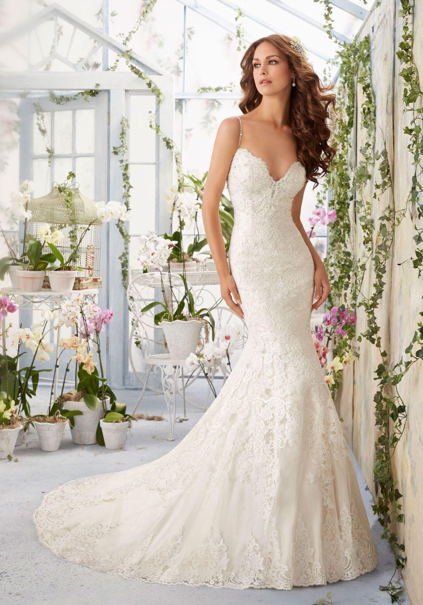 Size 8 wedding dress  Mori Lee  scalloped lace bridal dress Ivory Size   Mori lee