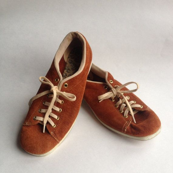 Vintage Fawn Suede Hush Puppies Bowling Shoes By Bonmarchecouture Shoes Hush Puppies Shoes Bowling Shoes