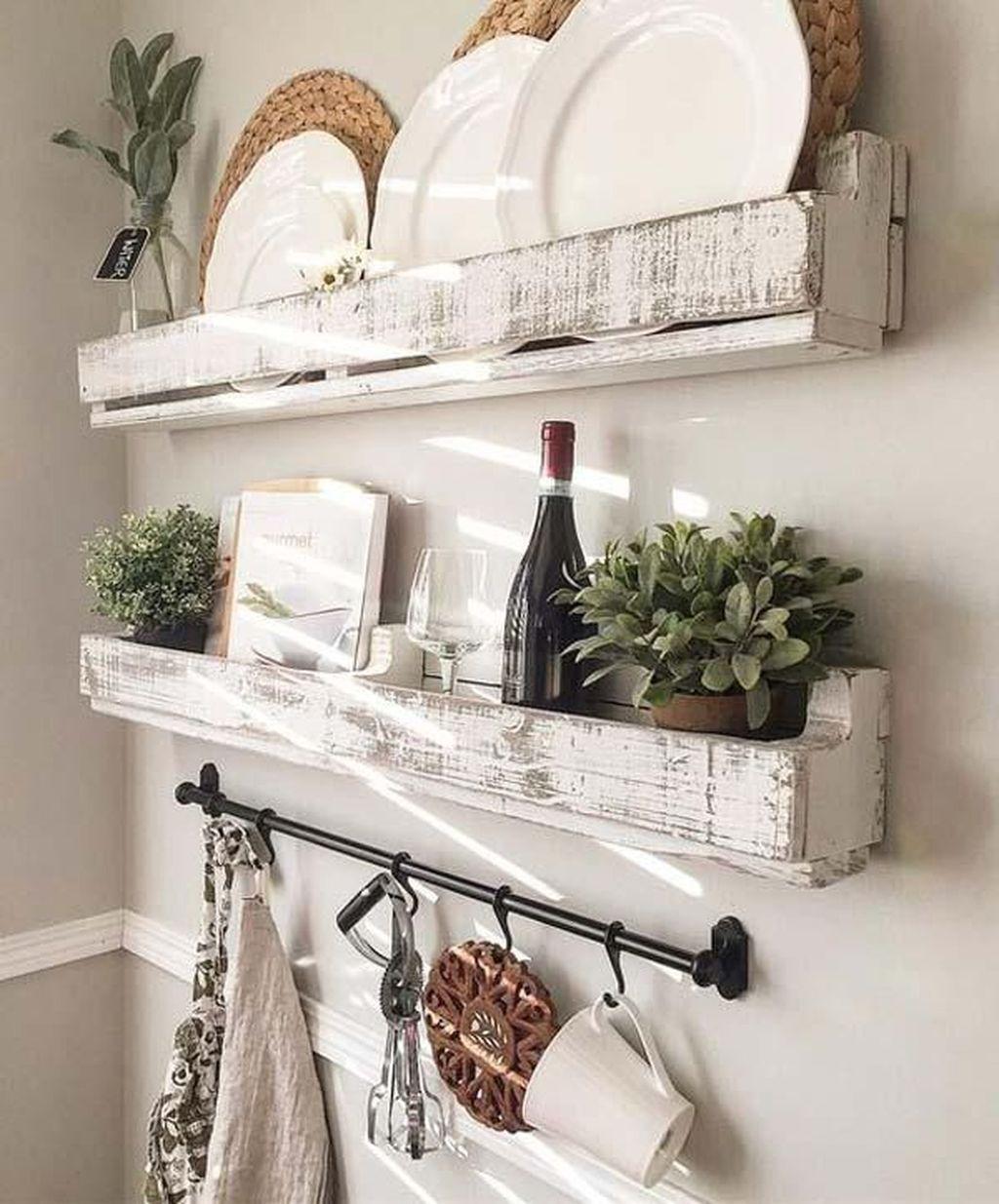 46 Wonderful Farmhouse Chic Furniture Ideas   Chippy wood shelves for farmhouses