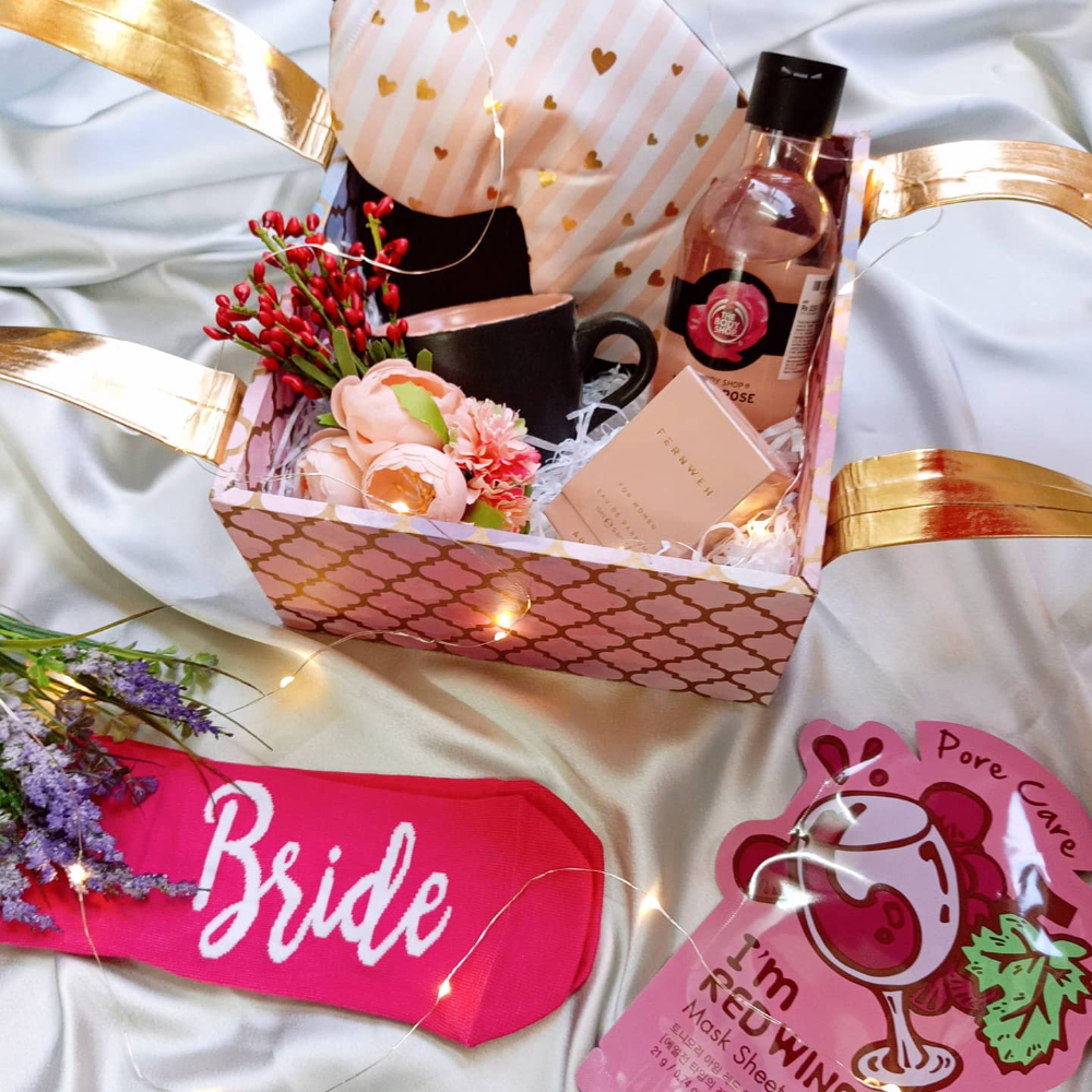 Head To Teal Lush In Mumbai For Some Amazing Wedding Gift Hampers In 2020 Gift Hampers Wedding Gift Hampers Wedding Gifts Packaging