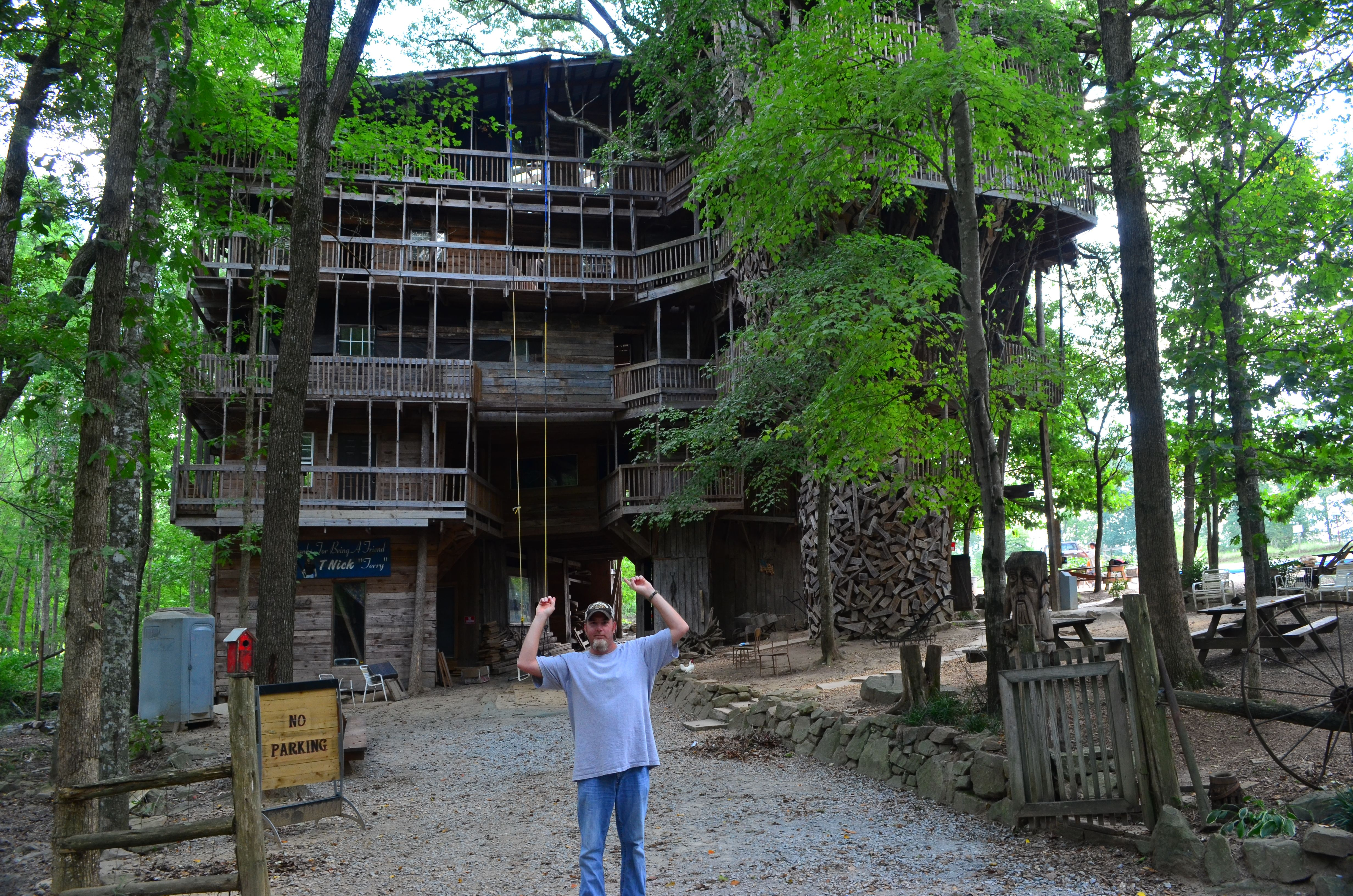 Worlds largest treehouse beautiful tennessee pinterest - Biggest treehouse in the world ...