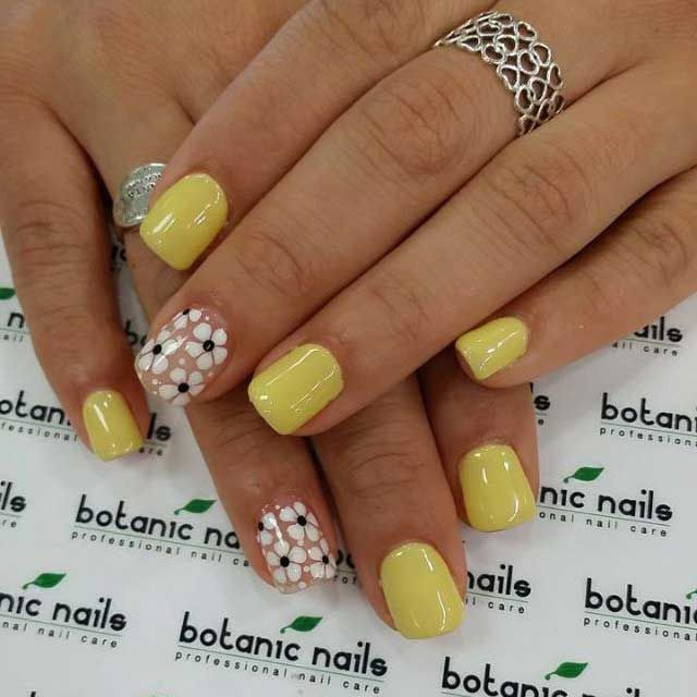 Agradables uñas en color amarillo y beige decoradas con flores ...