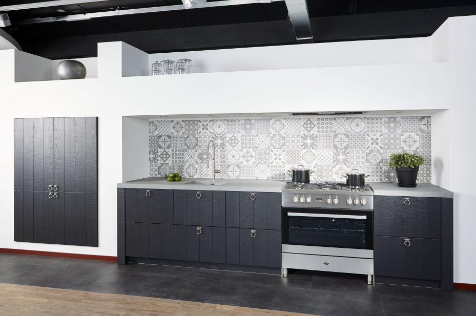geweldig-keuken-mat-grijs-hoogglans-wit-met-grijs-hout-detail-hummel ...