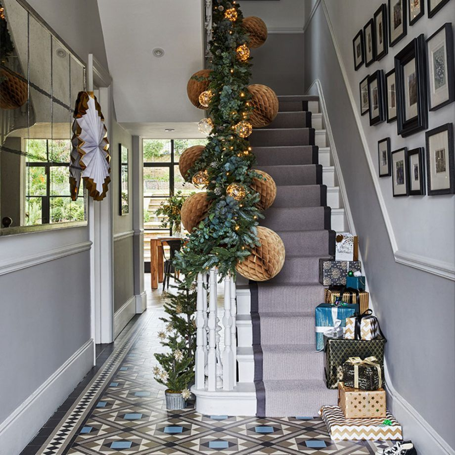 Staircase Ideas For Your Hallway That Will Really Make An: Christmas Hallway Decorating Ideas To Impress Your Guests
