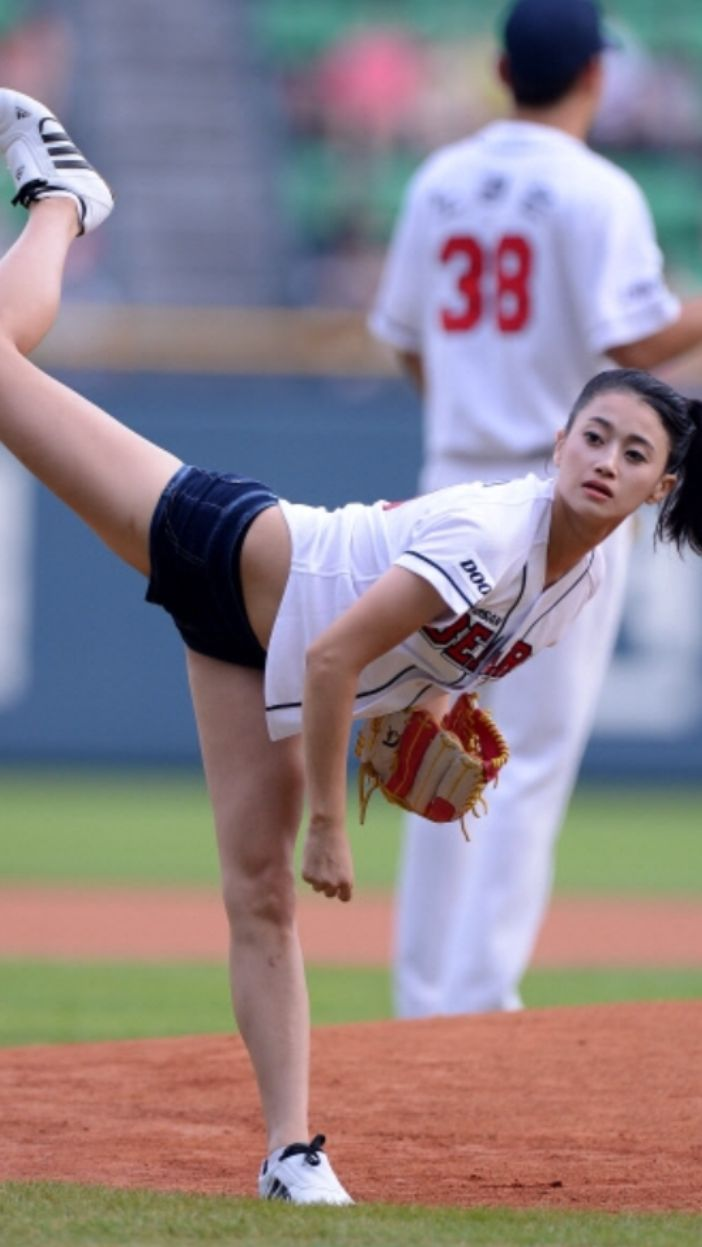 asian girl baseball player