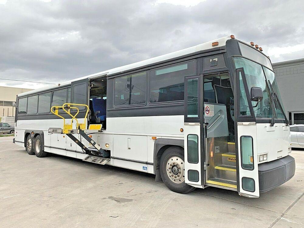 2001 Mci D4500 Ada Wheelchair Lift Charter Bus Bus