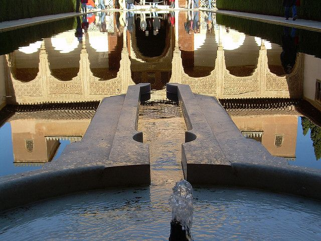 Alhambra Reflejos en Patio Arrayanes Fuentes by vicentecamarasa, via Flickr
