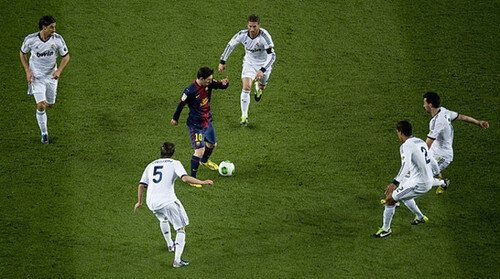 Contrast The Contrast Here Is The Barca Player Lionel Messi Who Is Holding The Ball Compared To The Other 5 Real Madr Lionel Messi Messi Uefa Champions League