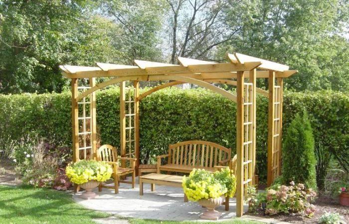 pergola selber bauen für eine sitzecke im garten | hof&terrasse, Gartenarbeit ideen