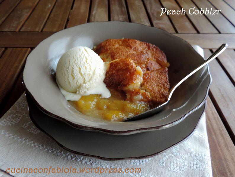Peach Cobbler : dolce facilissimo composto da pesche cotte e speziate con sopra uno strato di focaccia dolce!!! http://cucinaconfabiola.wordpress.com/2014/06/10/peach-cobbler/#more-595 #lovescucchiaio