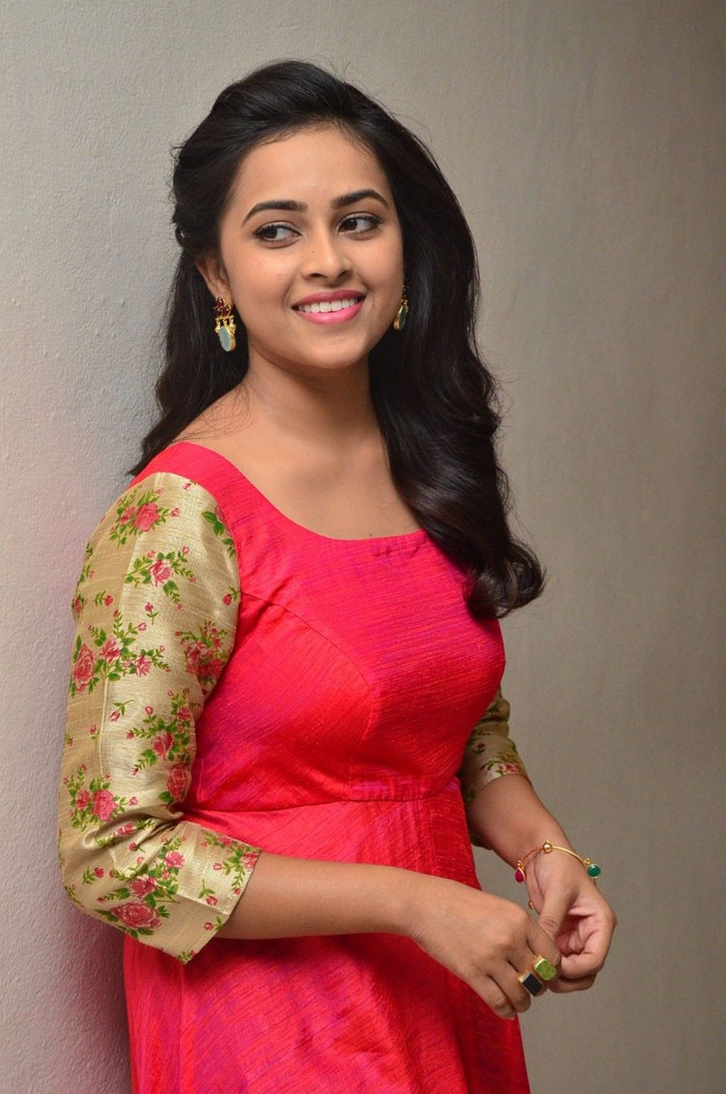 sri divya in kashmora tamil movie press meet photos, tamil heroine