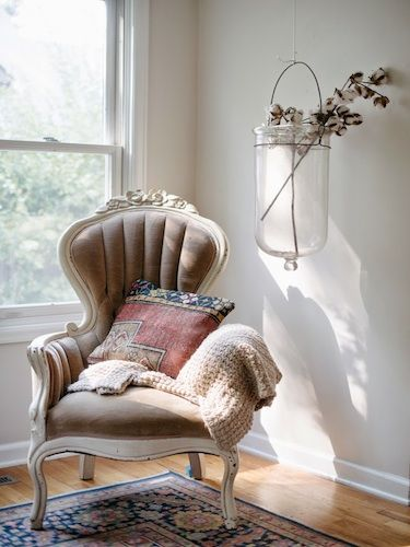 tour this eclectic colorado bungalow plaid fauteuils et inspiration. Black Bedroom Furniture Sets. Home Design Ideas