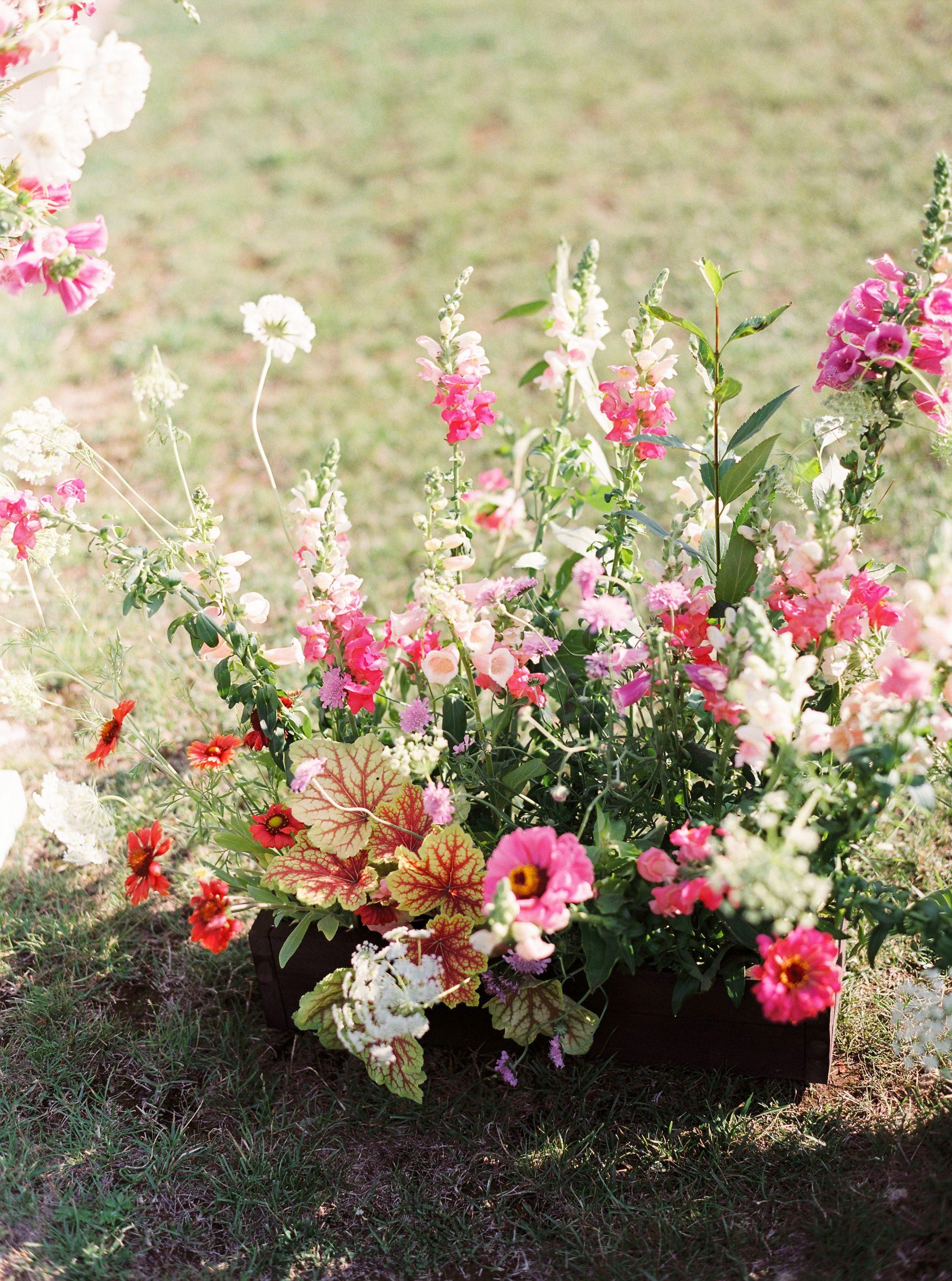 Majowe Inspiracje Czyli Bukiety Slubne Z Konwaliami Biale Inspiracje Lily Of The Valley Bouquet Lily Of The Valley Wedding Bouquet Colorful Wedding Bouquet