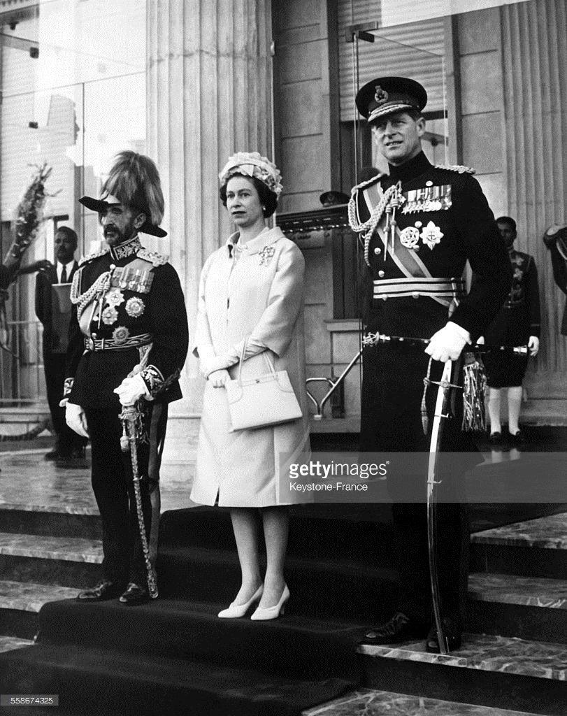 Philip Black King Bedroom Set: L'empereur Haile Selassie Ier, La Reine Elizabeth II Et Le