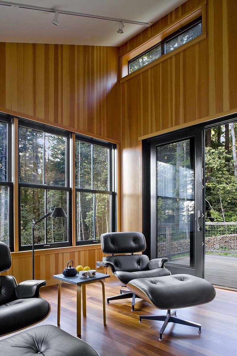 A woodsy cottage by architect Cathy Schwabe with bedrooms in