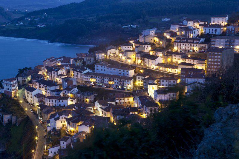 #BuenasNochesDesde Lastres Asturias https://t.co/WSzyO8WTmV