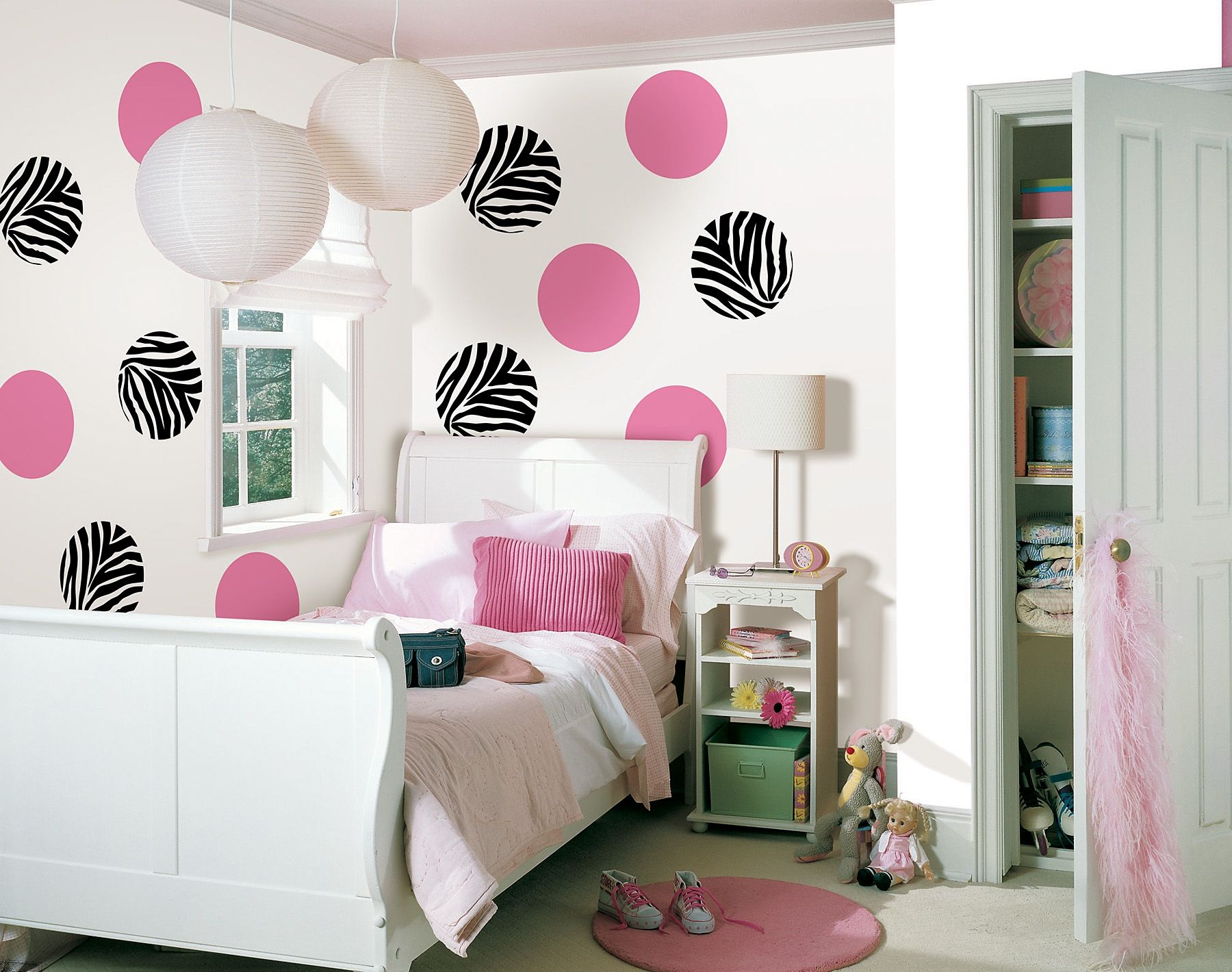 Bed sets for teenage girls zebra - Cool Lamps Decorating Ideas Luminous Teen Room Decor Ideas Cool Wall Motif White Nuance Hanging Lamps