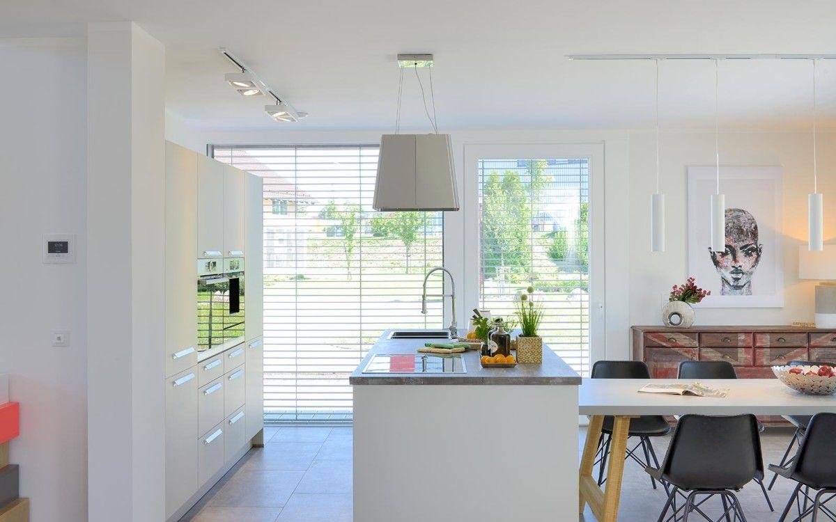 Offene Küche mit Kücheninsel - Inneneinrichtung Kampa Musterhaus