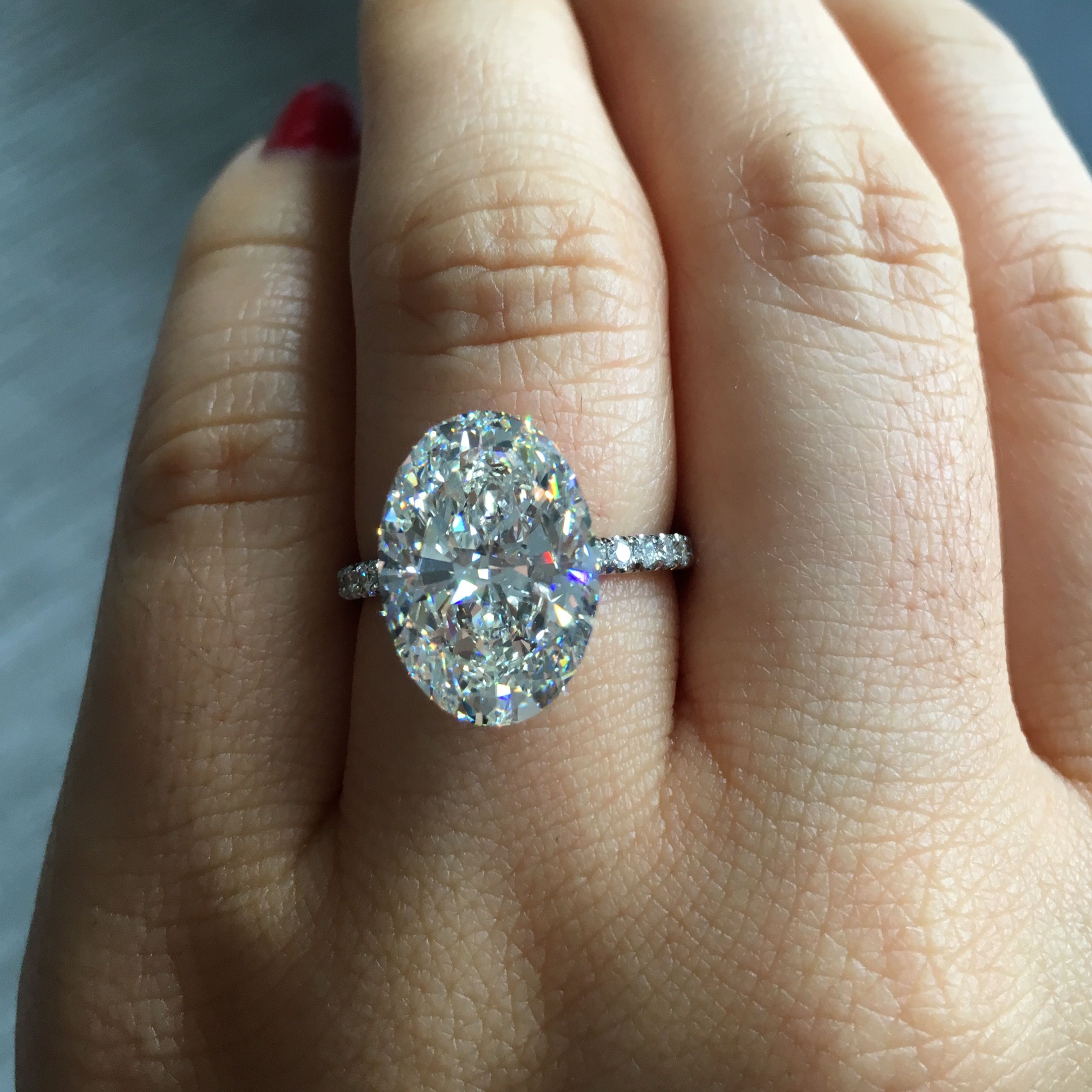ANNA is a handcrafted Jean Dousset solitaire engagement