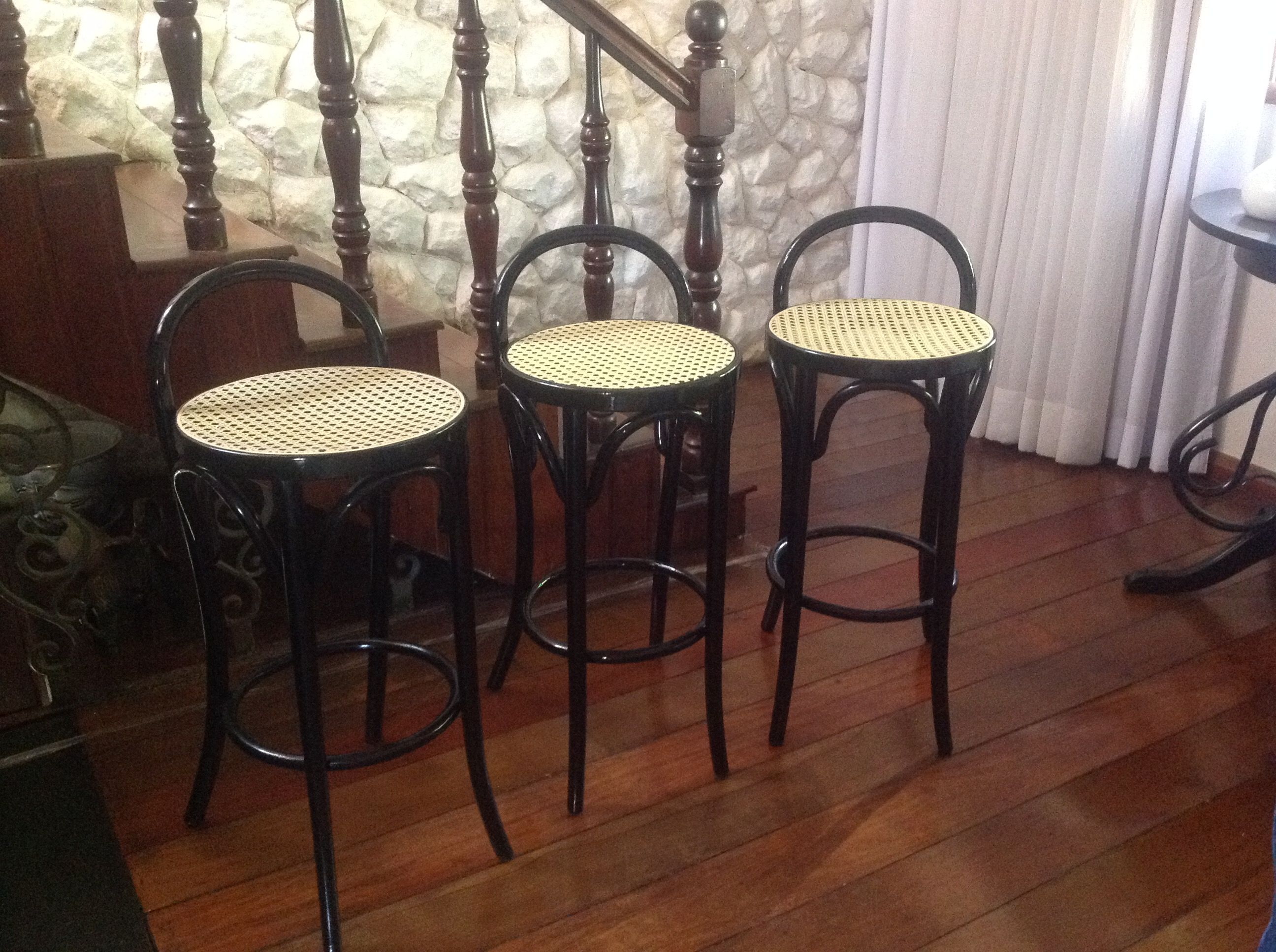 Vintage thonet style cafe chairs with stenciled seats - Restauracoes Thonart