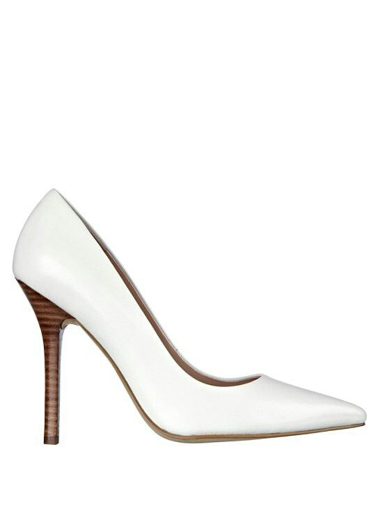 Neodan white leather pumps by Guess