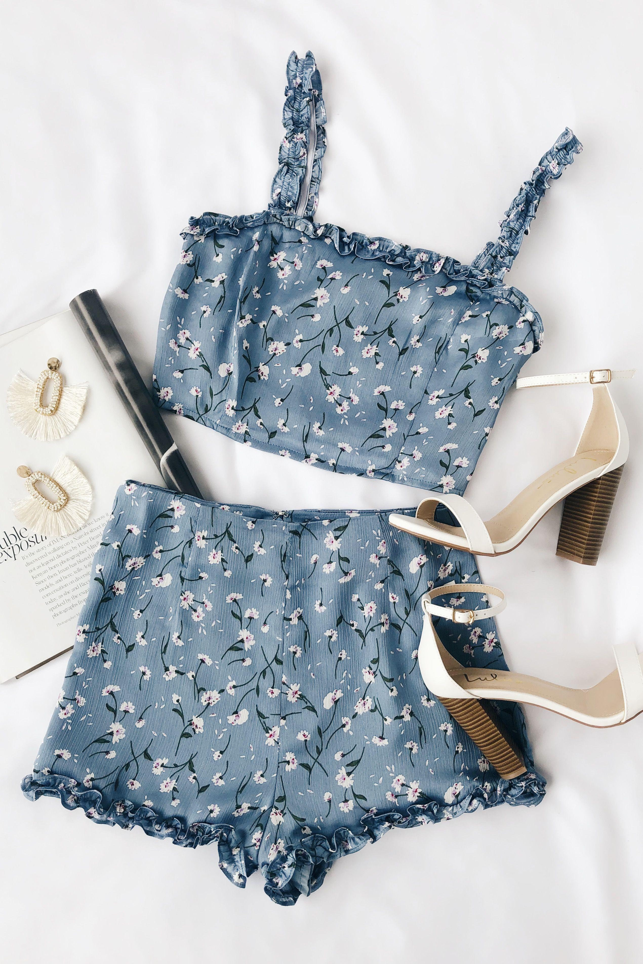 Lulus Exclusive! Keep it cute and breezy in the Lulus Crosswinds Dusty Blue Flor…