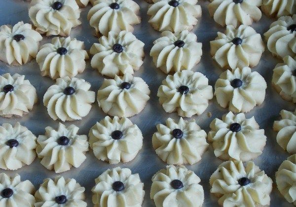 Resep Dan Cara Membuat Kue Semprit Mawar Renyah Kue Resep Kue Kering