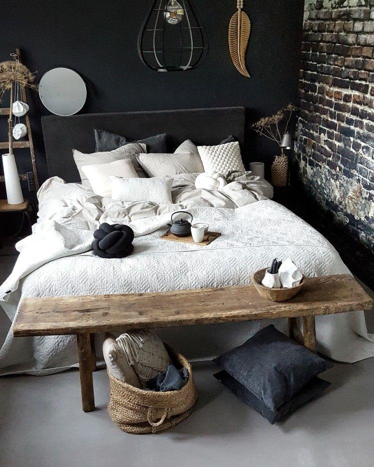 Een slaapkamer maak je gezellig met oa veel kussens 🙌   Our own ...
