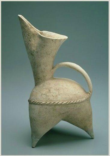 White Pottery Gui Pitcher