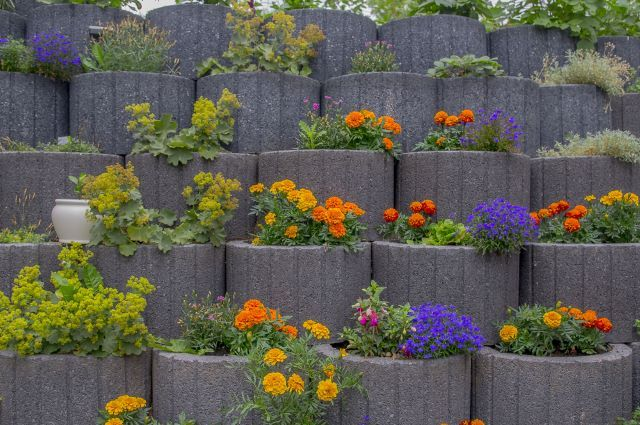 95 Retaining Wall Ideas That Will Blow Your Mind Retaining Wall Garden Retaining Wall Small Yard Landscaping