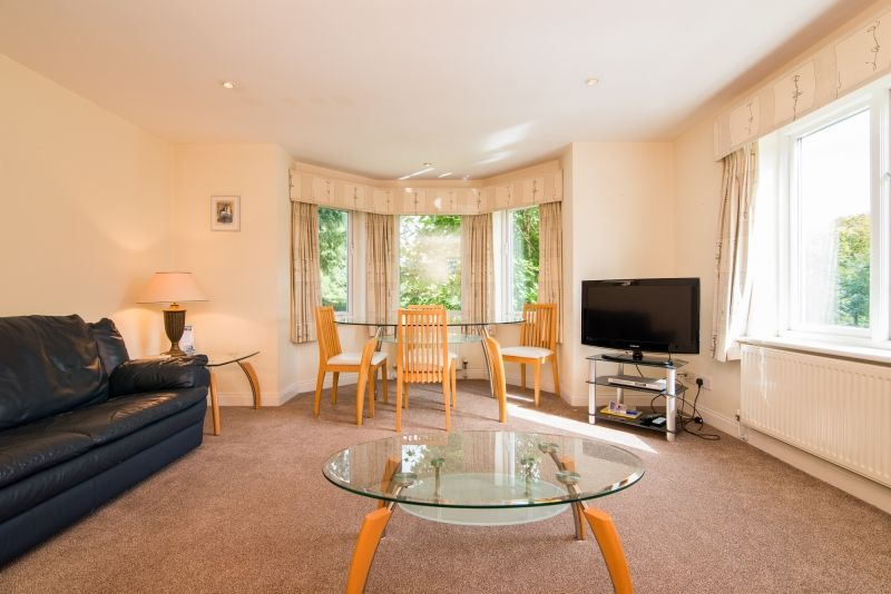 Serviced Apartment in the Cheadle Area, spacious and neutral in style - the perfect family accommodation! #cheadle #manchester