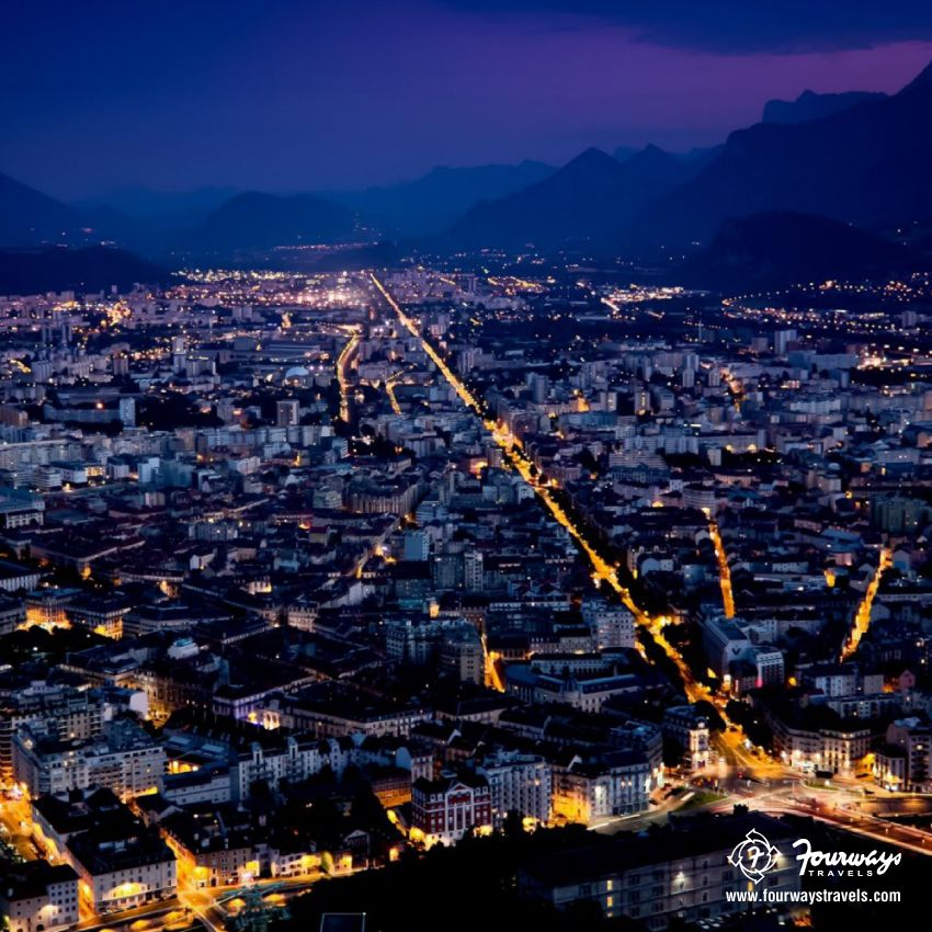 Surrounded with the gleaming lights, this is National Geographic right in front of you in #FranceCity
