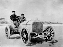 Scion of the wealthy American family, William K. Vanderbilt drove a 90 hp Mercedes Simplex to a speed of 92.3 mph at Ormond - Daytona Beach, Florida, USA (27 Jan 1904)