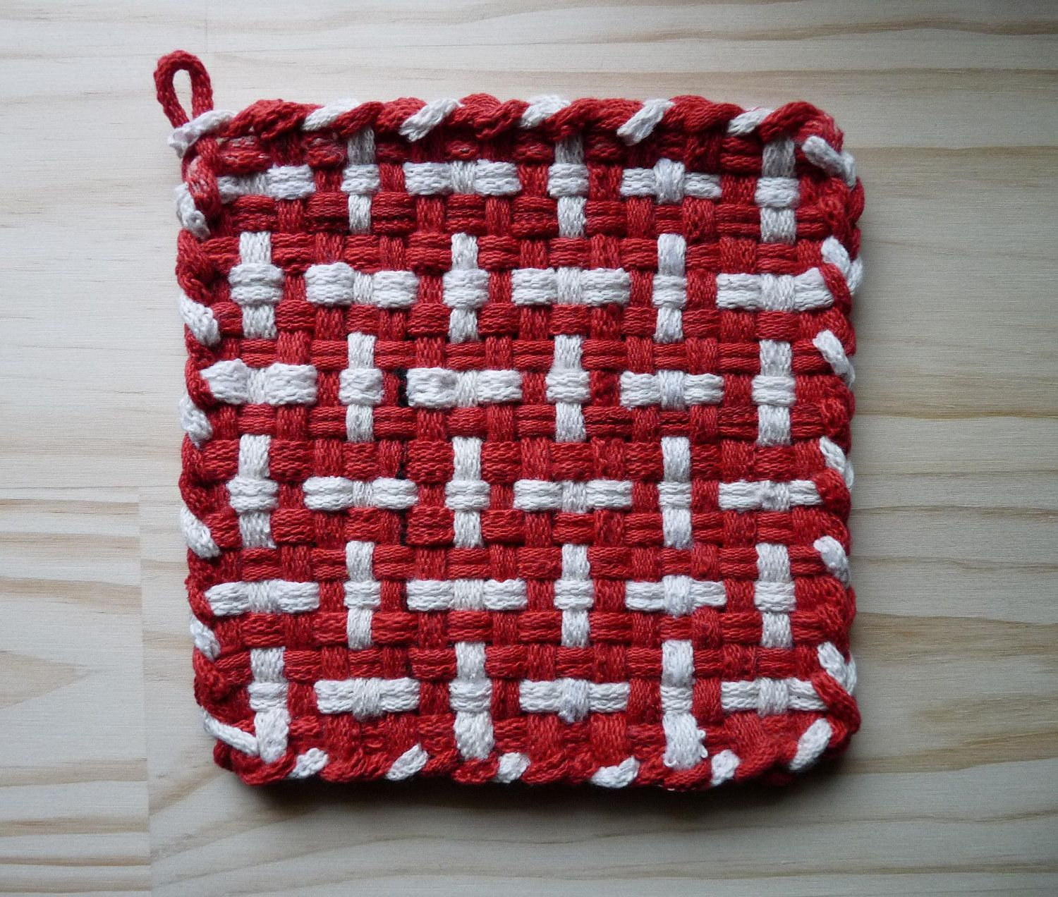 White pot holders for crafts - Red And White Pattern Woven Cotton Loop Loom Potholder Vintage Colorful Kitchen Farmhouse Style
