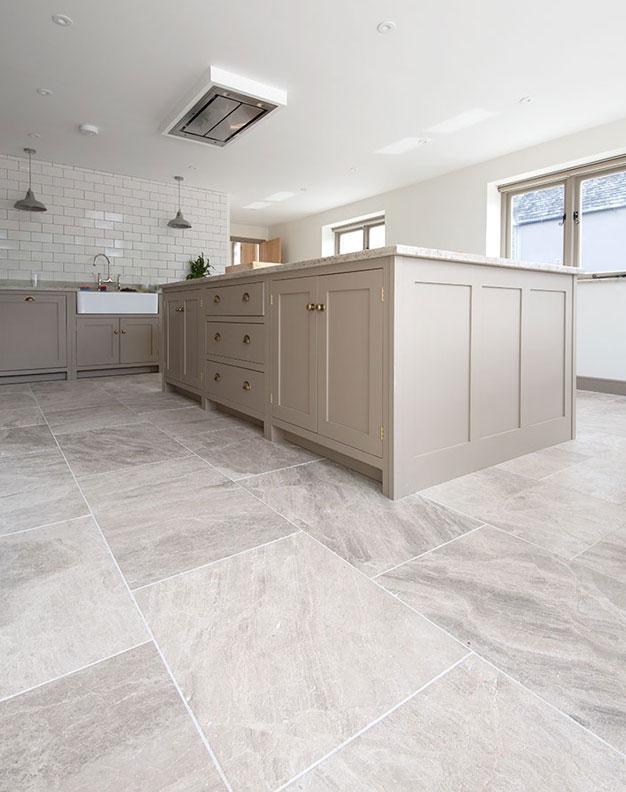 Silver Cloud Softly Worn Limestone Tiles Mystonefloor House Flooring Limestone Flooring Ceramic Tile Floor Kitchen