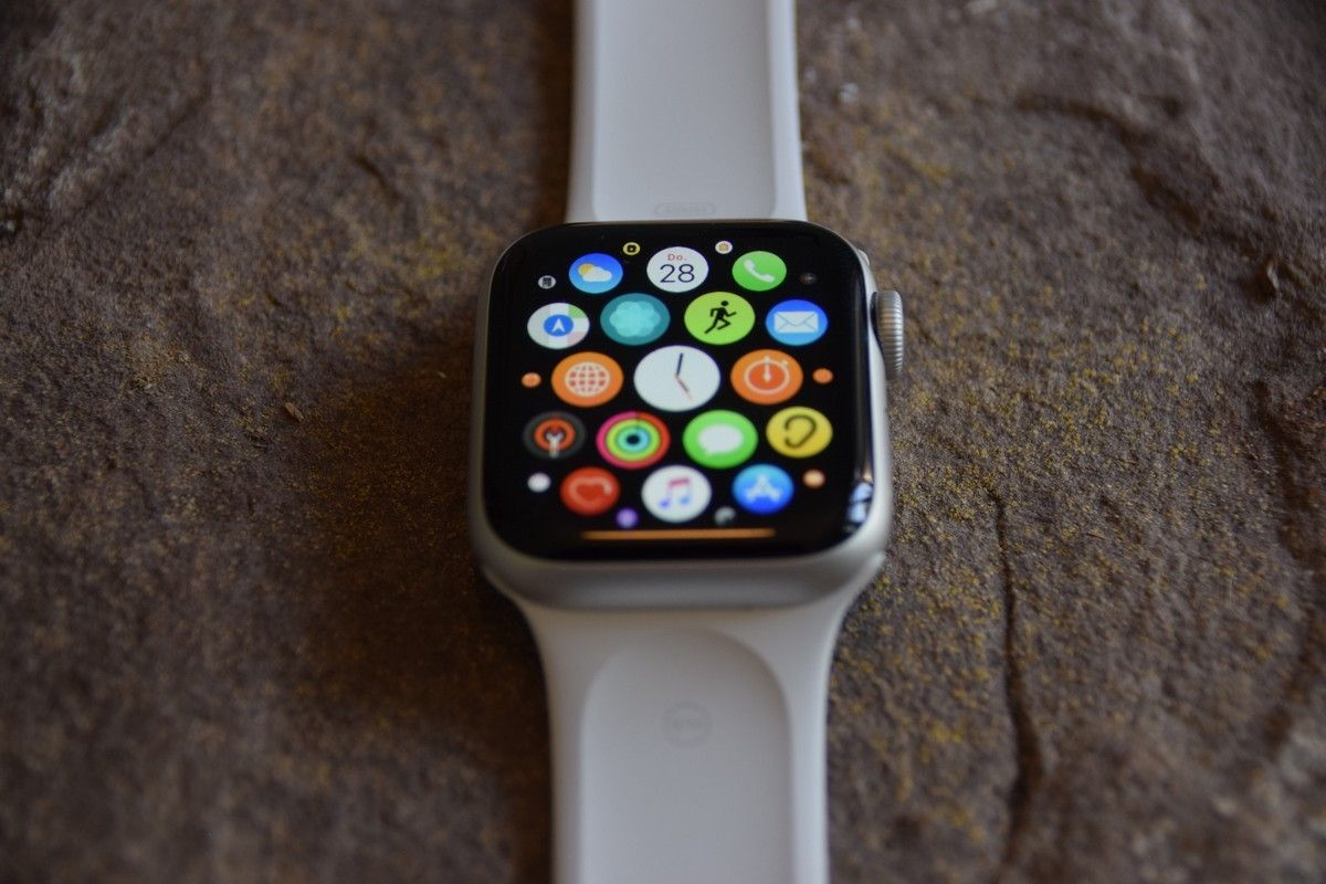 Apple Watch Series 5 Test Die Beste Smartwatch Fur Iphone Nutzer In 2020 Smartwatch Fitness Uhr Iphone